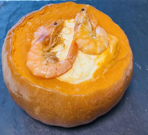 Calabaza rellena de langostinos y queso